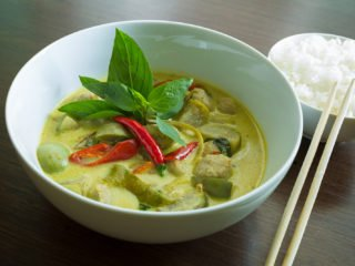 Picture of green thai chicken curry.